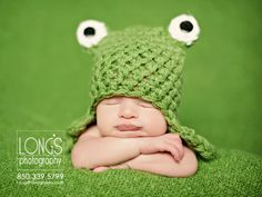 Tallahassee baby and family photographer, Linda Long of Long's Photography, creates fun photos with newborn baby boy.  The bright color of this set includes a soft green blanket and crochet frog hat.