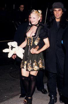 Pin for Later: De Geisha à Cow-Girl, en Passant Par Punk-Lady, Retour sur les Moments Mode les Plus Fous de Madonna  A une soirée donnée en l'honneur du livre Sex en 1992.