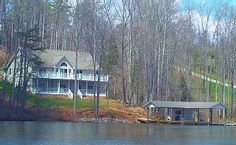 Waterford Retreat: 6 bedrooms, 1500 sq foot boathouse, media room & more!
