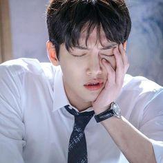 He looks so tired Ji Chang Wook Smile, Ji Chang Wook Healer, Ji Chan Wook, Korean Star, Korean Men, Drama Korea, Korean Drama, Asian Actors, Korean Actors