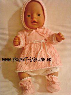 Baby born opskrifter 43 cm. strikkeopskrifter til dukker. Kjole bukser kyse og sokker. i lys laksefarve