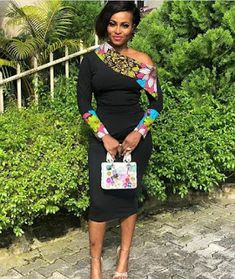 Here are some lovely designers ankara gowns for the pretty ladies. They come in different styles just to give you that unique look you deserve. Short African Dresses, Ankara Short Gown Styles, Short Gowns, African Print Dresses, Lace Gown Styles, Ankara Styles For Women, Lace Gowns, Latest Ankara Styles, Ankara Gowns