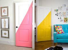 Décorer une porte intérieure est un moyen simple et efficace d'apporter un peu de couleur ou une touche d'originalité à une pièce aux murs blancs. Côté matériel, vous avez le choix : peinture, washi tape, adhésif ou encore papier peint sur une porte peuvent donner facilement un coup de peps à un salon ou une chambre. Il ne vous…