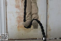 Learn how to climb a rope like a real Navy SEAL. I will master this. Got the rope, gotta climb it. Survival Prepping, Survival Skills, Survival Gear, Spartan Race Training, Spartan Sprint, Marathon Training, Navy Seal Workout, Climbing Technique, Military Workout