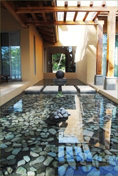 Many people have a dream of building their own water garden or backyard ponds around the home. Water garden and backyard ponds are a type of man-made water feature. They have been a home landscaping…MoreMore Pond Design, Landscape Design, Zen House Design, Floor Design, Patio Design, Design Fonte, Indoor Pond, Indoor Outdoor, Indoor Zen Garden