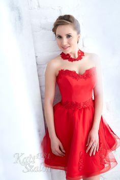77- Piros rövid alkalmi ruha, menyecske ruhának is ideális választás. Strapless Dress Formal, Formal Dresses, Bride, Fashion, Dresses For Formal, Wedding Bride, Moda, Formal Gowns, Bridal