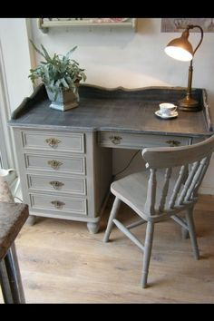 This Weeks 18 Easy Home Renovation Ideas and Creative - Desk Wood - Ideas of Desk Wood - Poppy could totally add that boarder/lip around the top I think I'll ask him to Jennifer Tate Furniture, Redo Furniture, Refurbished Furniture, Painted Furniture, Refinishing Furniture, Home Decor, Furniture Rehab, Furniture Inspiration, Refinished Desk