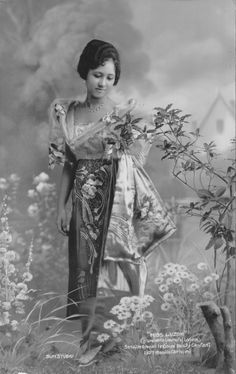 """Philippines: Iluminada Laurel of Laguna won Miss Luzon at the Annual National Beauty Contest """"Manila Carnival"""" in 1927 Philippines Outfit, Philippines Fashion, Philippines Culture, Filipino Art, Filipino Culture, Philippine Art, Filipina Beauty, Filipiniana, Old Images"""