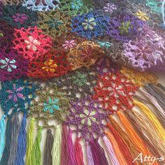 Crochet Flower Scarf Made With Leftovers By Atty*s - Free Crochet Pattern - (atty-s.blogspot) ༺✿ƬⱤღ✿༻