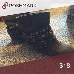 Brown ankle boots Super cute ankle boots! Brown and good condition size 6.5 Shoes Ankle Boots & Booties