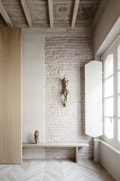 Stylish Apartment RJ in Mantua, Italy designed in pale colors with few touch of other colors - CAANdesign Architecture Details, Interior Architecture, Interior And Exterior, Interior Design, French Kitchen Decor, Tadelakt, Beautiful Interiors, Interior Inspiration, Sweet Home