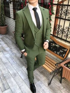 Green Chinos Men, Green Suit Men, Olive Green Suit, Green Pants Men, Mens Casual Dress Outfits, Blazer Outfits Men, Mens Fashion Blazer, Men Blazer, Men Fashion