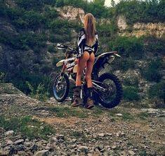 Sexy Motors and Lifestyle Lady Biker, Biker Girl, Gp Moto, Motocross Girls, Dirt Bike Girl, Girl Bike, Scooter Motorcycle, Motorcycle Girls, Hot Bikes