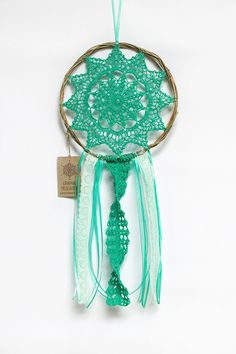 Doily Dreamcatcher - Turquoise Crochet Boho Wall Decor with Beautiful Handmade Lace - Hippie Dream Catcher Crochet Dreamcatcher, Crochet Mandala, Dream Catcher Pictures, Los Dreamcatchers, Sun Catchers, Dream Catcher Art, Yarn Wall Hanging, Turquoise, Crochet Home
