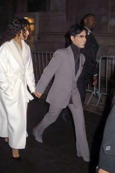 Pictures of Prince just hanging out Prince Images, Pictures Of Prince, Princes Fashion, Starfish And Coffee, The Artist Prince, Paisley Park, Roger Nelson, Prince Rogers Nelson, Purple Reign
