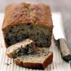 Oatmeal Banana Bread Recipe- 4 Points Plus Value - LaaLoosh (tons of delicious looking WW recipes on her site! Low Fat Banana Bread, Oatmeal Banana Bread, Best Banana Bread, Banana Bread Recipes, Banana Chips, Baked Banana, Ww Recipes, Dessert Recipes, Healthy Recipes