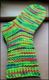 Kleines Waffelmuster   Garn: ONline Neon    Farbe: 01728     Nadelspiel: 3,0   48 Gesamtmaschen   Größe 38/39     Muster:   1 Runde: 1 re/1... Patterned Socks, Neon Colors, Top Pattern, Knitting Socks, Waffles, Game 3, Ravelry, Overalls, Knitting Patterns