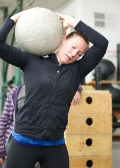 When I ask my female friends to join a CrossFit class with me, they often roll their eyes. Here are 11 things I wish they knew about CrossFit. Crossfit Memes, Crossfit Classes, Crossfit At Home, Kettlebell Hiit, Female Friends, Powerlifting, Weight Lifting, Fitspiration, Fitness Inspiration