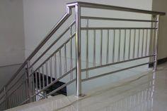 Modern Staircase Railing, Steel Stair Railing, Steel Railing Design, Balustrade Design, Balcony Railing Design, Steel Stairs, Home Stairs Design, Staircase Remodel, Steel Grill Design