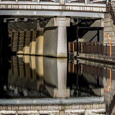 こんにちは  #橋#bridge #川#river#水#water#水鏡#reflection #晴れ#朝#morning #風景#景色#picture#landscape #東京#日本#tokyo#japan#love#loves_nippon #写真好きな人と繋がりたい