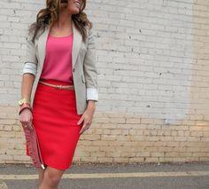 """La tendencia del """"color blocking"""" lleva rato en la industria de la moda y  el estilo de calle y, aunque parezca demasiado arriesgado, es una buena  opción para innovar nuestros outfits y atrevernos con nuevas combinaciones.  Pero, ¿qué es el color block""""? Aquí se trata de asociar dos o más color"""