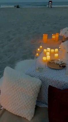 Romantic Room Surprise, Romantic Date Night Ideas, Romantic Dates, Beach Dinner, Beach At Night, Beach Picnic, Romantic Picnic Food, Romantic Dinners, Picnic Decorations