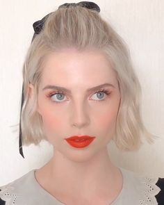 ― Mélanie Inglessis( 「LUCY Holding the fort down for today with the adorable Pretty Makeup, Makeup Looks, Shortish Hair, Lucy Boynton, Corte Y Color, Gold Hair, Wedding Beauty, Hair Today, Blush