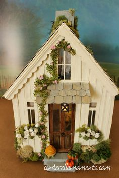 Cinderella Moments: Pearl Cottage - Another Cinderella Moments Shabby Chic Custom Dollhouse Shabby Chic Living Room, Shabby Chic Decor, Decoration St Valentin, Putz Houses, Doll Houses, Fairy Garden Houses, Miniature Houses, Miniature Dolls, Paper Houses