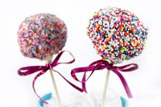 Rainbow Cake Pops #sweets #food www.loveitsomuch.com