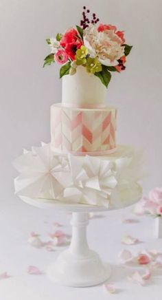 Featured Photographer: Sofia Kuan Photography, Featured Cake: Sugar Penguin Cakery; Wedding cake idea.