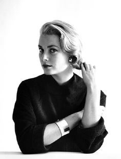 Much has been written about the privileged life of Grace Kelly GRACE Patricia Kelly was the all-American girl who found fame in Hollywood and captured the eye of a prince. Moda Grace Kelly, Grace Kelly Style, Princess Grace Kelly, Princess Kate, Hollywood Glamour, Classic Hollywood, Old Hollywood, Hollywood Style, Patricia Kelly