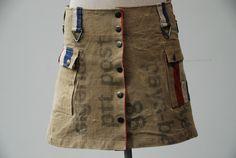 Hip stoer rockje. Op bestelling in jouw maat voor 75 euro (excl 6,75 verzendkosten). Gemaakt van originele PTT postzakken. www.vinmarrock.etsy.com