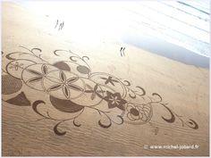 La dernière création beach art de l'année 2015 réalisée sur la grande plage des…