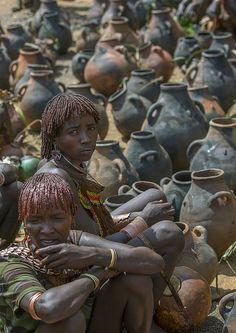 Hamer Tribe Women Selling Potteries In Market, Dimeka, Omo Valley, Ethiopia http://flickrhivemind.net/Tags/ethiopian,market/Interesting