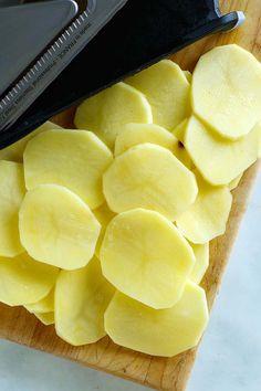 Sliced potatoes. Best Baked Potato, Best Potato Recipes, Roasted Potato Recipes, Roasted Vegetable Recipes, Herb Roasted Potatoes, Sliced Potatoes, Potato Side Dishes, Vegetable Dishes, Baking Recipes