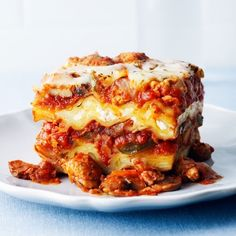 This slow cooker lasagna recipe is jammed with vegetables and flavour. By the time your day is done, the kitchen will be filled with the wonderful aromas of tangy tomato sauce and bubbling cheese.