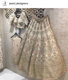 White lengha with embroidery Indian Bridal Outfits, Indian Bridal Lehenga, Indian Designer Outfits, Indian Dresses, Red Lehenga, Pakistani Dresses, Lehenga Choli, Bridal Sarees, Lehenga Wedding Bridal