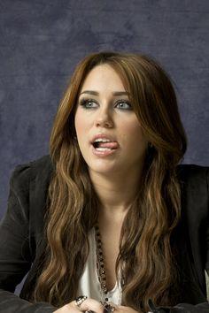 The Last Song Portrait Shoot 2010 The Last Song Movie, Miley Cyrus, Hannah Montana, Female Singers, Blonde Highlights, Demi Lovato, Celebs, Celebrities, Portrait