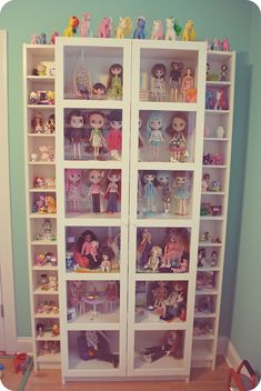 We moved!! Finally!! Everything is still a bit of a work in progress, but I thought I'd show off the beginnings of my lovely doll room now that we finally have internet again ^__^