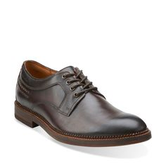 An essential leather dress shoe, the Bushwick Dale adds a leather effect outsole with leather welt detail and contrast stitching for a crafted finish. Easy to dress up for your day and down for evening - or vice versa - this wearable plain toe look stays timeless. Ortholite® cushions and wicks away moisture for lasting comfort.