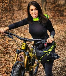 Women Who Mountain Bike Are Bad Ass – Bicycle Ideas Bicycle Women, Road Bike Women, Bicycle Race, Bicycle Girl, Women's Cycling, Cycling Girls, Cycling Outfit, Mountain Biking Women, Best Mountain Bikes