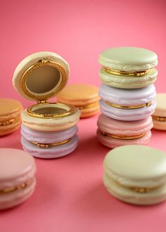 Macaron trinket box giveaway? No idea what someone would do with these and yet I feel enticed to enter based purely on the Adorable Factor.