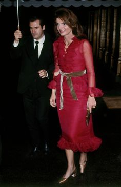 I LOVE this dress Jackie O is wearing & the COLOR! Gorgeous! Jackie  arriving at La Cote Basque.    November 14, 1970