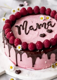 Recipe: Bake raspberry mousse cake with chocolate and lettering for Mother& Day . - Recipe: Bake raspberry mousse cake with chocolate and lettering for Mother& Day. Drip cake ca - Drip Cakes, Summer Desserts, Christmas Desserts, Easy Cake Recipes, Dessert Recipes, Raspberry Mousse Cake, Cake Lettering, Custard Recipes, Torte Cake