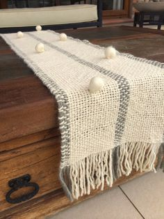 Decoración, Prendas & Accesorios de Diseño Artesanal Designer Bed Sheets, Moroccan Wedding Blanket, Weaving Projects, Silk Ribbon Embroidery, Weaving Patterns, Loom Weaving, Home Decor Fabric, Weaving Techniques, Loom Knitting
