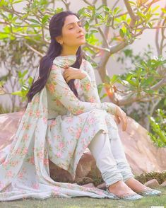 Stylish Dress Book, Stylish Dresses, Simple Dresses, Beautiful Dresses, Indian Gowns Dresses, Pakistani Dresses, Dress Indian Style, Indian Outfits, Girls Kurti