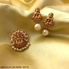Indian Jewelry Earrings, Gold Jhumka Earrings, Gold Earrings Designs, Gold Jewellery Design, Necklace Designs, American Diamond Jewellery, Gold Jewelry Simple, Jewelry Patterns, Jewelry Trends