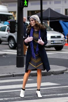 Pin for Later: 43 Style Lessons We Learned From Carrie Bradshaw Cold Weather Is Just a Chance to Wear Cozy Accessories Carrie Bradshaw Outfits, Carrie Bradshaw Estilo, City Outfits, Sarah Jessica Parker, City Style, Star Fashion, Fashion Photo, City Fashion, Fashion Advice