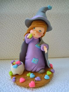 Creaciones Iris Marbella: Dulce brujita en porcelana en porcelana fria Polymer Clay Disney, Polymer Clay Halloween, Polymer Clay Christmas, Polymer Clay Dolls, Halloween Cakes, Cake Decorating With Fondant, Clay Fairies, Cute Clay, Tiny Dolls