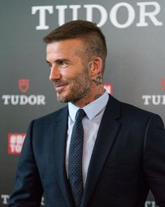 The top short hairstyles for men for the year 2018 are eye-catching and somewhat sophisticated. Today the short mens hairstyles have become particularly. Style David Beckham, David Beckham Haircut, David Beckham 2018, David Beckham Short Hair, Trendy Haircuts, Best Short Haircuts, Haircuts For Men, David Und Victoria Beckham, Short Hair Cuts